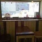 クレープカフェ ココ - 店内から外の様子。