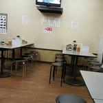 まるたかラーメン - 食堂っぽい店内