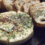 62841112 - 丸ごとカマンベールチーズの窯焼き