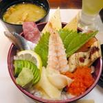 一斗五合 - 【ランチ】串揚げ丼セット(¥780)の海鮮丼。1番お手頃価格のランチですが、ボリュームたっぷりです。