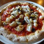 雪の窯珈琲 - シーフードピザ