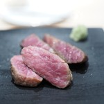 フクシマ - 30日熟成鹿児島牛ランプ肉と40日熟成経産牛サーロインの炭火焼き