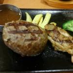 ビッグボーイ - 料理写真:炙り大俵ハンバーグ&チキンステーキ、ソースはオリジナルオニオンにしてオーダー。