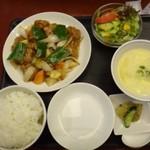 福寿飯店 - 料理写真:◆酢豚定食(750円:税込)・・酢豚・スープ・香の物・ご飯・サラダ・コーヒーなど。
