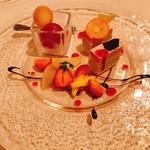 コット ア コット - イチゴとピスタチオのケーキ、フランボワーズのソルベ