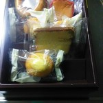 62850016 - 下から賞味期限短い順にミルクケーキ・カステラ・クッキー