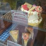 クレープ・ケーキ・クッキーズ - ラブリーなケーキ