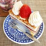 ニコラス洋菓子店 - 苺のミルフェ 税込@464円