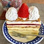 ニコラス洋菓子店 - 苺のミルフェ 税込@464円 パイ生地・苺のゼリー・カスタードクリームの層が織りなすハーモニー♪