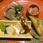 京都 瓢喜 - 八寸(鯛酒盗和え、飯蛸柔らか煮、獅生寿司、カラスミ、ふききゃら煮、ちしゃとう味噌漬け、タケノコ土佐土佐煮