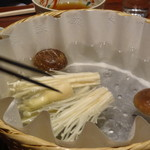 京都 瓢喜 - 鍋(野菜を煮ているところ)