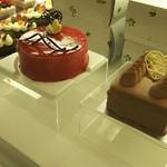 六花亭 - ルージュ(フランボアーズ系)1700円と生チョコケーキ1100円