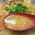 明神そば - マイルドで濃厚な醤油スープ