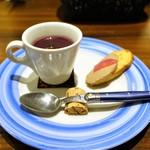 トラットリアビコローレヨコハマ - 紫人参のポタージュ、オレンジオイル  鶏レバーのクロスティーニ、赤玉ねぎのピクルス