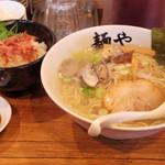 拉麺専門店 麺や - 2017年2月 あさりの力大盛りと桜えび丼