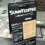 サニー コーヒー - お店の近くの通り沿い交差点の看板。
