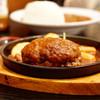 洋食屋牛銀 - 料理写真:鉄板の上で熱々です。