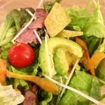 トス サラダ - アボカドはひんやりシャリシャリの解凍品クオリティ…