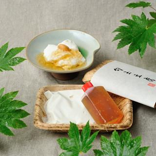 当店名物の勾玉(まがたま)豆腐