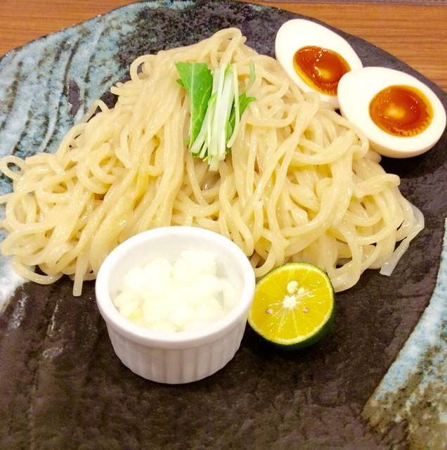 つけ麺 四代目みさわ - 「つけ麺」(750円)。クーポンで味玉追加状態。