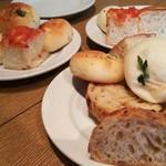 62877107 - 1702 TOOTH TOOTH paradise kitchen ランチ パンビュッフェ たくさんの種類のパンを焼きたてで!