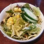 エスニックアジアンダイニング トウキョウ オイスター バー - サラダ