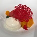 62881073 - フレーズ 柑橘のクーリー フロマージュブランのムースと共に。