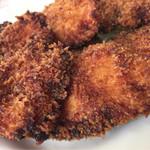 黒川食堂 - 若鶏のカツの表情、こんがりきつね色が日焼けしている。