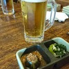 漁川 - 料理写真:ビールとお通し 各380円(税抜)奥はノンアル