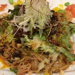 東京担々麺 RAINBOW - 温玉入り汁なし担々麺(アップ)