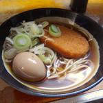 立喰そば 田舎 - コロッケそば(370円)+味玉子(50円)