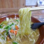 味の一番 - 麺は中太、少し縮れ。