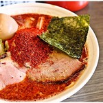イノショウ - 料理写真:辛辛魚らーめん+味玉 880円 見た目のインパクトは抜群!でもカラカラウマー♪って食べられます。