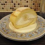 プラヌラ  - バナナのロールケーキ