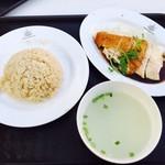 Makansutra Gluttons Bay - 名物チキンライス!