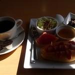 カフェ クロダ - 日差しがまぶしい♪
