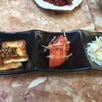 韓料理夢回廊 - 【付合せ】焼き豆腐・トマトキムチ・じゃがいものナムル?