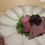 夕食とお酒 あまおと - 酒肴2 和牛たたき新ごぼう味噌