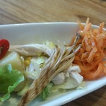 Hal - 前菜盛り合わせのサラダ各種。