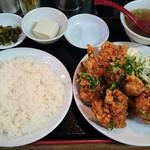 62905238 - 鶏の唐揚げ定食 680円(ランチタイム)