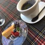 クラゲストア - ミニチーズケーキとコーヒー