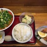 一こくラーメン泉や - 味噌ラーメン+ネギトッピング  780円 ご飯、唐揚げ、サラダ  300円