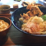 62912398 - 鶏天 ぶっかけ 大盛り 炊き込みご飯プラス