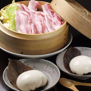 岩中豚と旬野菜のせいろ蒸しと、もちもち豆富が自慢!
