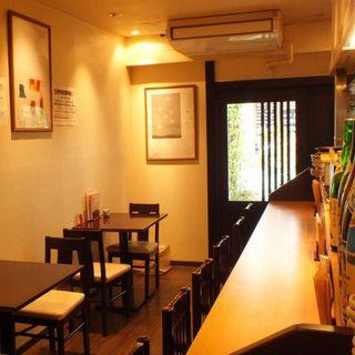美食と美酒を提供する心休まる空間