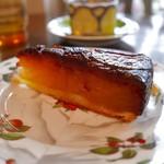 ラ ヴァチュール - りんごをカラメル状に煮詰めたタルト(690円)