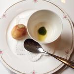 エルルカン・ビス - 豆乳とクリームチーズのカプレーゼ ポンデケージョ