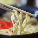 琉球 - 麺の持ち上げ