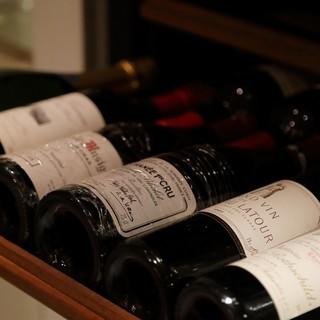 フランスを中心に食事と楽しめるワインを70種類以上常備