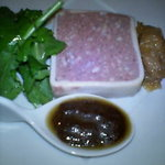 Mori - 白レバーのパテ ドゥ カンパーニュ 恵比寿麦酒風味のオニオンコンフィ 黒胡椒のソースス添え